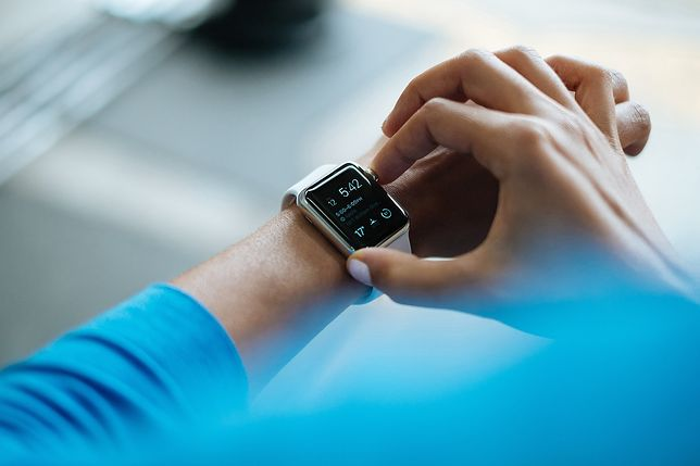 Trudno się rozstać z tym gadżetem - nowoczesne smartwatche są coraz tańsze