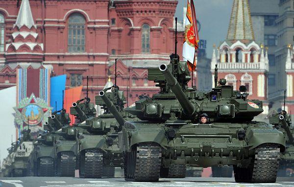 Czołgi T-90A podczas parady w Moskwie; 2011 r.