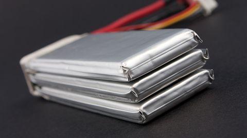 Akumulatory z wbudowaną gaśnicą mają ochronić przed płonącymi smartfonami
