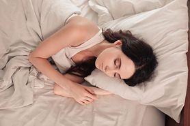 ''Mało kto zasypia i budzi się w tej samej pozycji''