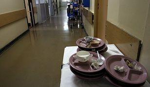 """Jedzenie w szpitalach. UOKiK myli """"10 lat"""" z """"10 dni"""""""