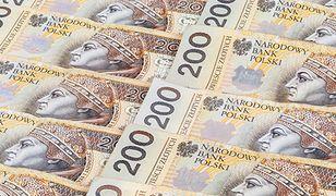 Większość Polaków uważa, że warto oszczędzać. 13 proc. robi to regularnie