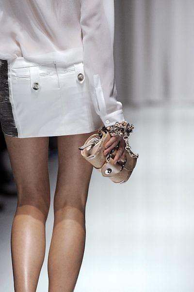 Torebki Versace – nowy styl na wiosnę i lato 2010
