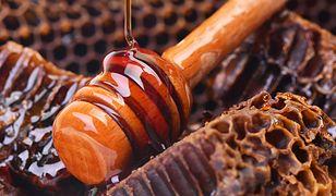 Miód gryczany dla zdrowia i pięknej skóry.  Płynne złoto z dyskontu