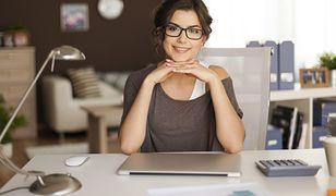 Szybkie fryzury do pracy dla kobiet o długich włosach