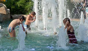 Kąpiel w fontannie. Niewinna zabawa może źle się skończyć