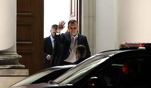 Prezydent Andrzej Duda opuszcza Belweder po spotkaniu z prezesem PiS