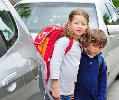 Kraków i Poznań ustanowią zakaz podwożenia dzieci do szkoły?