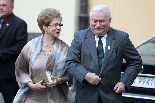 """Danuta Wałęsa z mężem - to oni zaczęli tworzyć """"zasady gry"""". On jako prezydent, ona jako Pierwsza Dama"""