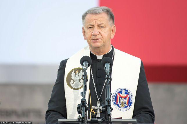 """Biskup polowy Guzdek apeluje do mundurowych: """"szczepmy się!"""""""