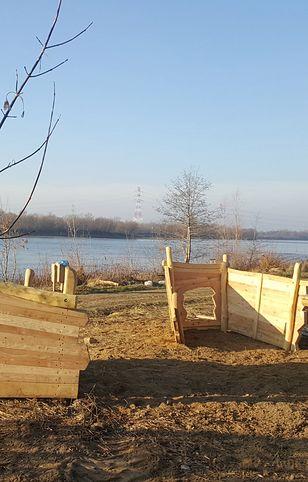 Demontaż elementów plaży na Białołęce. Fot. Zieleń Warszawska, Facebook.
