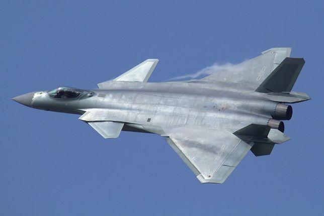Chiński myśliwiec 5. generacji J-20