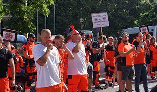 Protest w Katowicach. Ratownicy medyczni wyszli na ulice. Padły gorzkie słowa