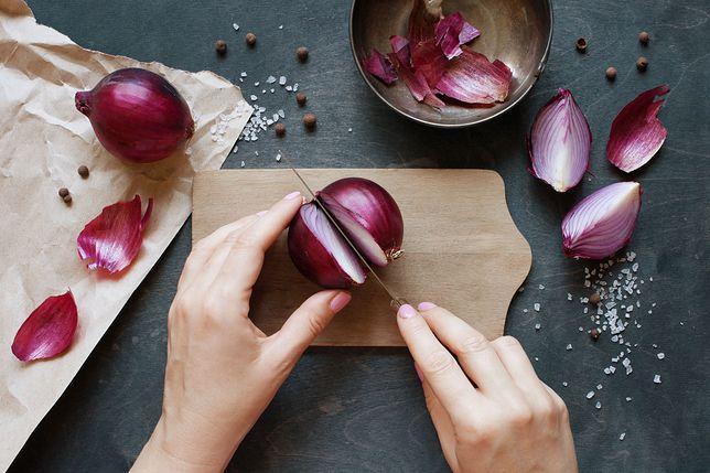 """Koniec z płakaniem nad cebulą. Naukowcy wyhodowali nową """"bezłzową"""" cebulę"""