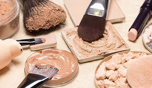 Podkład matujący zapewnia mocne krycie i matowe wykończenie makijażu