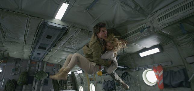 Tom Cruise daje z siebie wszystko na planie ''Mumii''. Wyjątkowo niebezpieczną scenę powtarzał 64 razy [WIDEO]