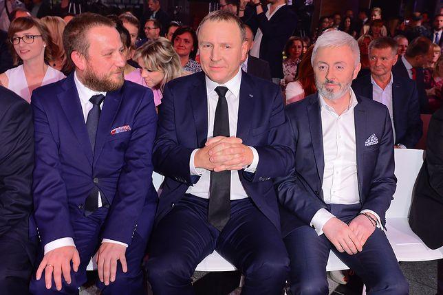 Prezes TVP Jacek Kurski i jego zastępca Maciej Stanecki (po prawej stronie zdjęcia)