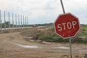 Wakacje nie pomagają budowie mostu na A1