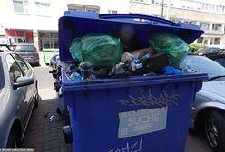 """14 dni na kontenery? Raczej dwa miesiące. """"Usłyszałam, że mogę położyć śmieci na chodniku"""""""