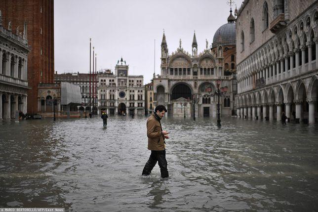 """Wenecja walczy z powodzią. """"Apokaliptyczne zniszczenia"""". Wideo i zdjęcia"""