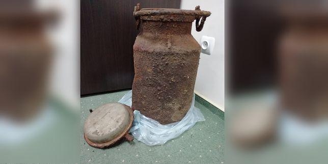 W kanie po mleku znaleziono m.in. dokumenty
