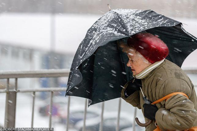 Orkan Friederike zbiera żniwo w Europie. Są już pierwsze ofiary śmiertelne, IMGW ostrzega Polaków