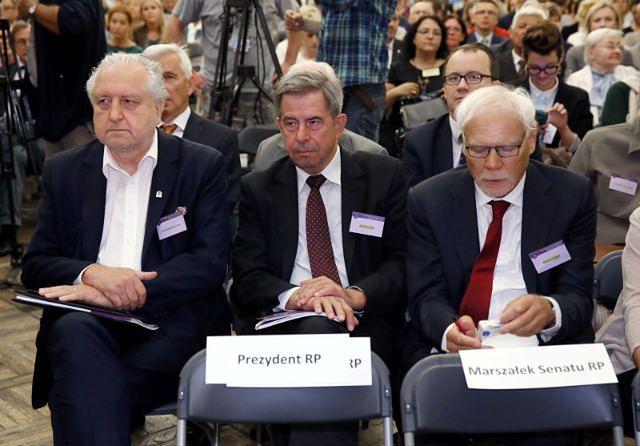 Andrzej Rzepliński, Andrzej Zoll i Marek Safjan oraz puste miejsca prezydenta i marszałka Senatu