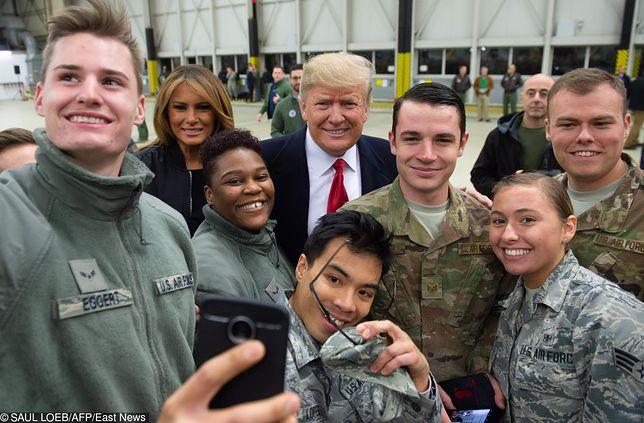 Donald Trump podczas wizyty  w bazie lotniczej w Ramstein w Niemczech