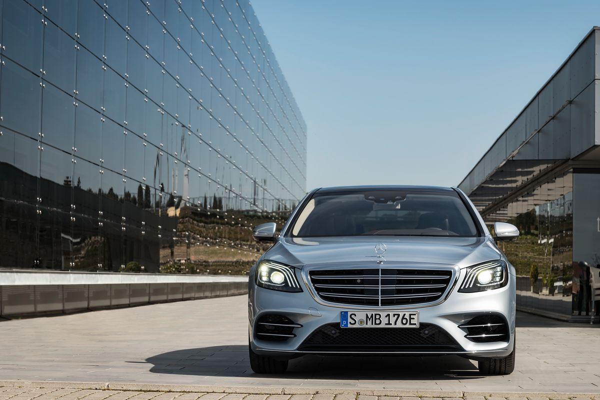 Hybrydowy Mercedes S 560 e: oszczędzanie dla bogatych