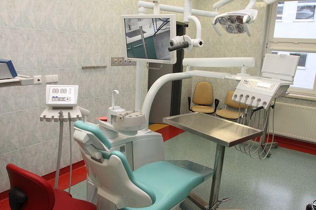 Dentyści mieli pobierać od 20 do 30 zł za zabiegi refundowane przez NFZ