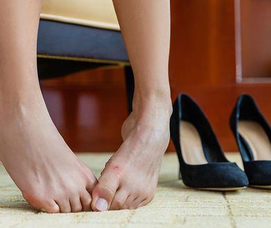 Jak pozbyć się nieprzyjemnego zapachu z butów? Sposób masz w swojej kuchni