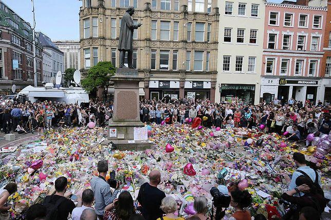 Mieszkańcy Manchesteru upamiętnili ofiary zamachu