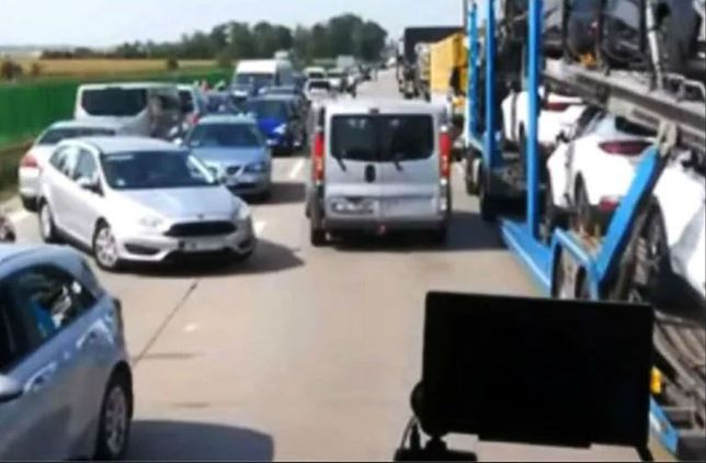 """Policyjna obława na A4. Kierowcy blokowali """"korytarz życia"""""""