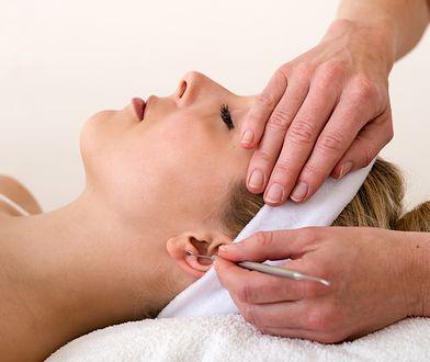 Przekłuwanie uszu jest najpopularniejszą formą piercingu.