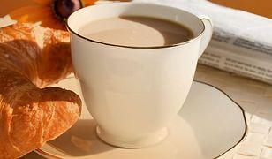Poranne pobudzenie z kawą w tle