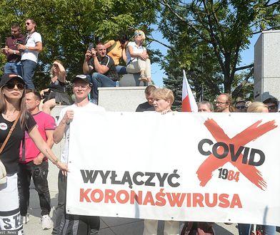 Protest w Warszawie przeciwko obostrzeniom dotyczącym koronawirusa