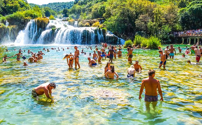 Kąpiel w Parku Narodowym Krka to dla wielu turystów punkt obowiązkowy wizyty w Dalmacji