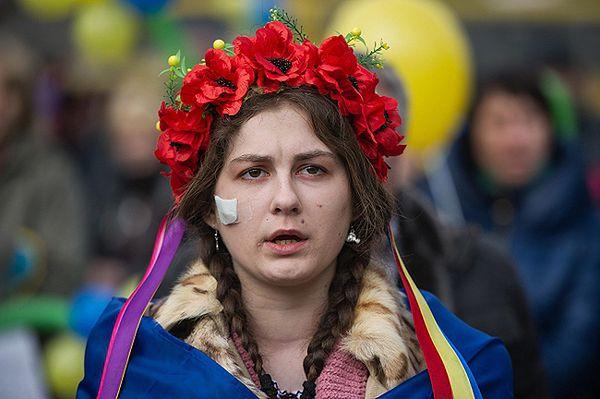 Uczestniczka proukraińskiej manifestacji w Symferopolu