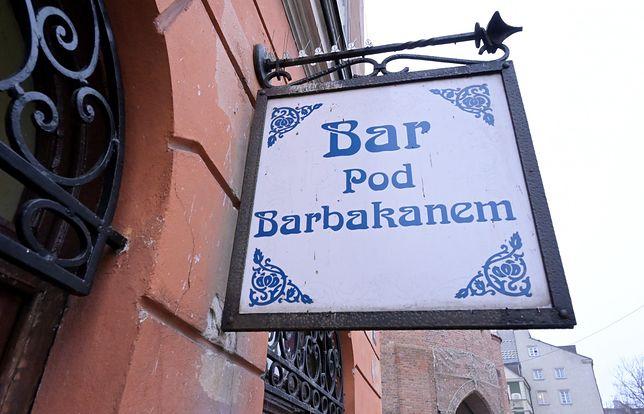 """Warszawa. Bar mleczny """"Pod Barbakanem"""" znika z kulinarnej mapy stolicy."""