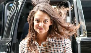 LOOK OF THE DAY: Katie Holmes w kraciastym płaszczu w stylu retro