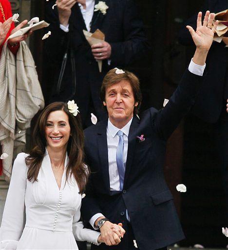 Znany wokalista, bożyszcze kobiet ożenił się