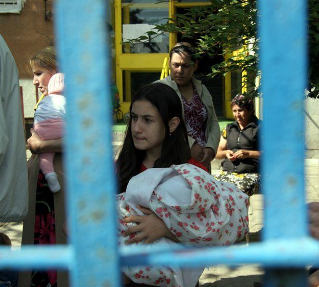 Czeczenka: rówieśnik groził mojej 12-letniej córce. Sprawdziliśmy, jaki jest los uchodźców w Polsce