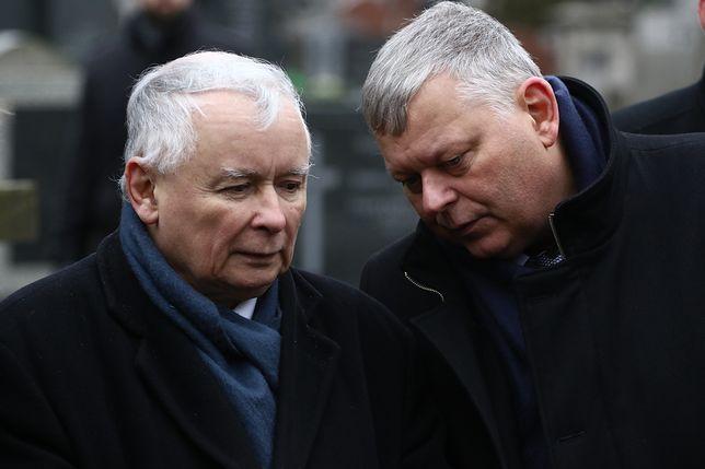 """28 lat u boku prezesa. Największe """"gumowe ucho"""" z Nowogrodzkiej. Kim jest Marek Suski?"""