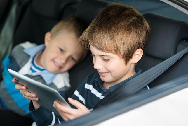 Poręczny tablet to dobry prezent na urodziny lub nadchodzące komunie