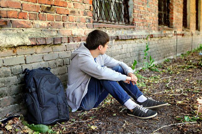 """Ma 18 lat i właśnie został adoptowany. """"Nigdy nie jest za późno na dom"""""""