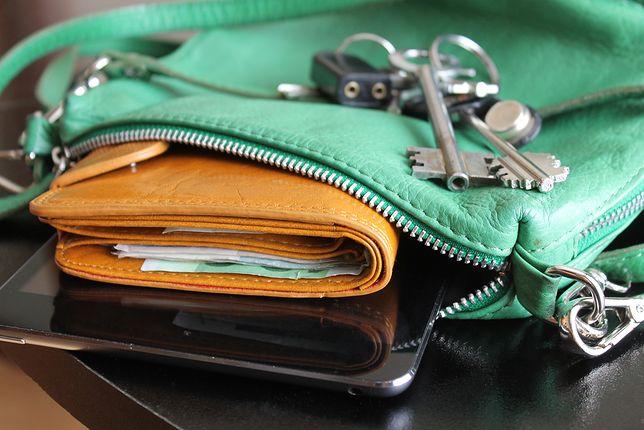 Torebka, portfel czy pasek to niezbędne rzeczy w garderobie wielu kobiet