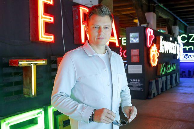 Rafał Brzozowski na planie teledysku do eurowizyjnej piosenki