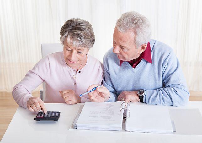Narzekasz na wysokość emerytury? ZUS i tak wypłaca co miesiąc więcej, niż powinien