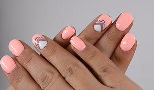 Ciekawe wzory na paznokcie tworzy się zazwyczaj z kontrastujących kolorów lakieru