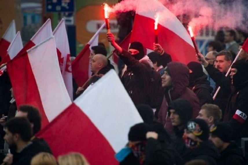 """Na placu Zamkowym manifestowali """"Przeciw islamizacji Europy"""""""